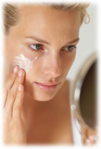 apply-face-cream / photo from http://www.beauty-advices.com