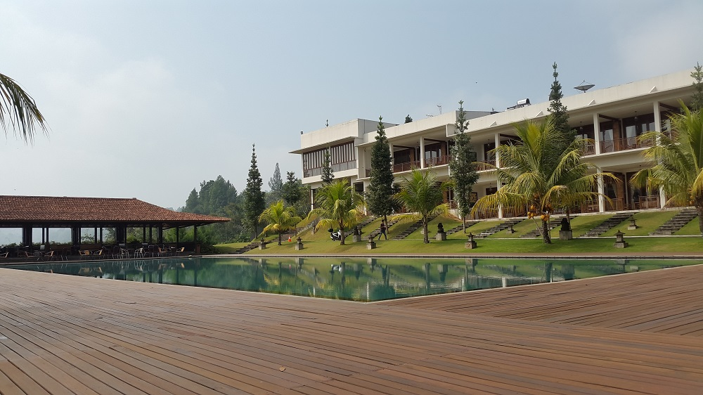 Kolam Renang Jimmers Resort Mountain.